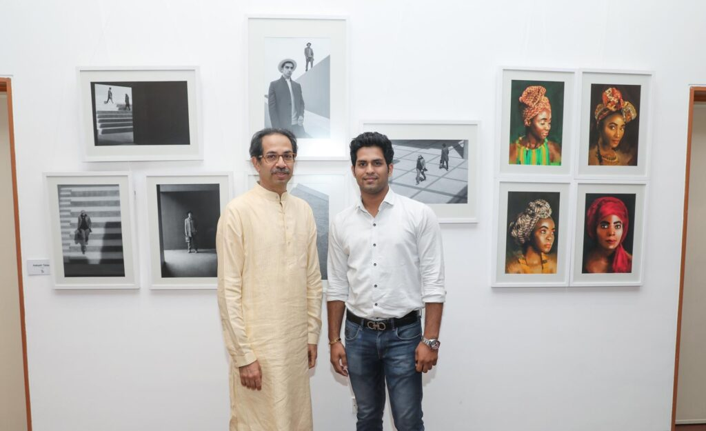 Photographer and politician uddhav thackeray with photographer aakash talwar at his exhibition