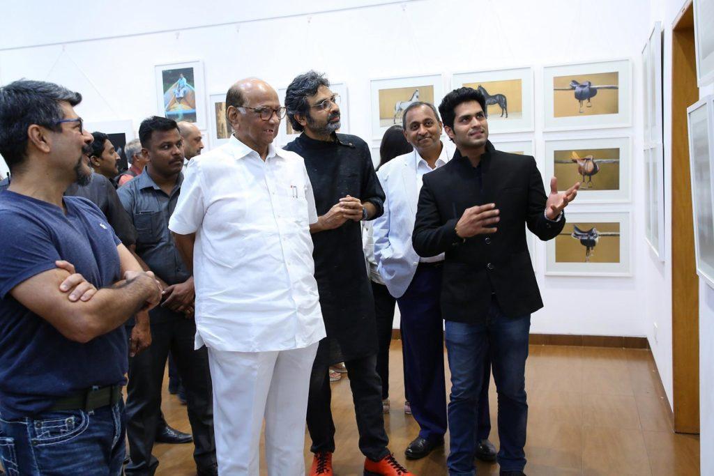 sharad pawar and photographer avinash with photographer aakash talwar
